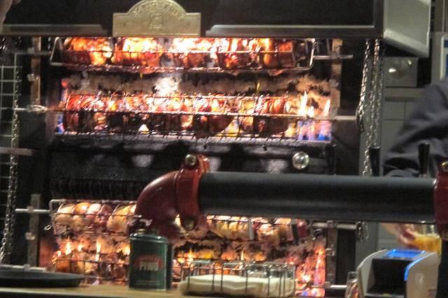 Svineknoker på rottiserie.