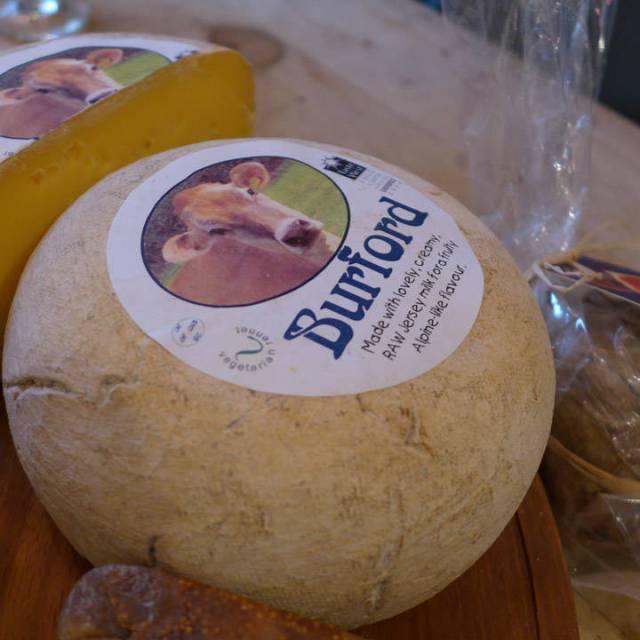 Burford: Alpin ost av kumelk.