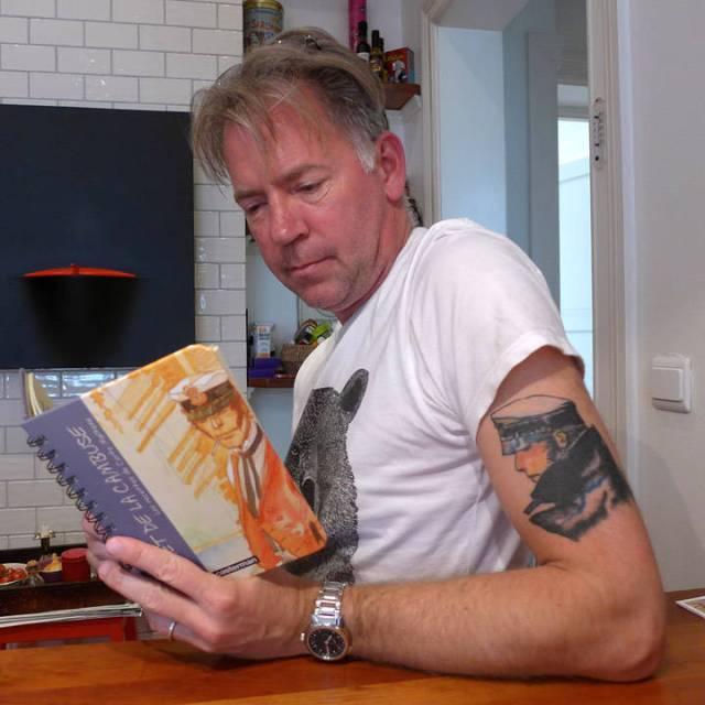 Erik med Corto Maltese på armen. Ingen tilfeldighet at vi landet på en oppskrift fra denne boken i dag.