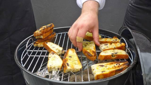 Brødet grilles