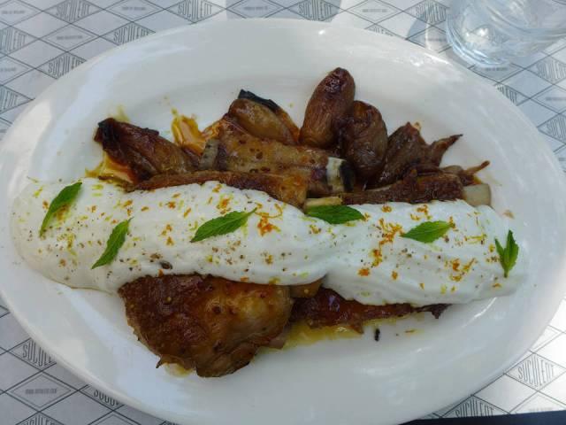Langstekte svineribber med karameliserte løk og skum med smak av midtøsten
