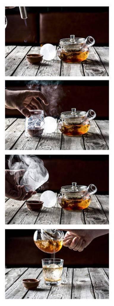 Se på de kule effektene som Jesper legger til drinken. (Foto: Stian Broch/Diageo. Må ikke brukes uten tillatelse fra Diageo.)