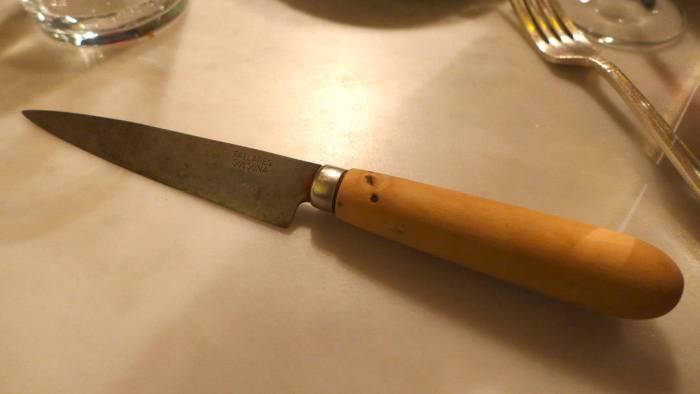 Seriøs kniv til hovedretten.
