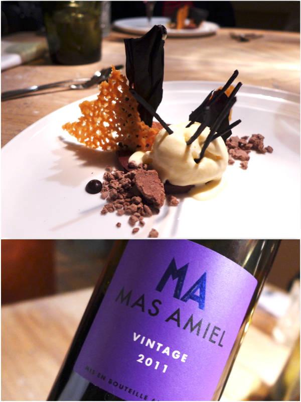 7. rett: Sjokolade. Bitter sjokoladegarnache-is på kråebolle, honning og sjokoladecouli, kakaochips og kakao-honningknas og kakaosten. Drike: Mas Amiel, Maury, Languedoc