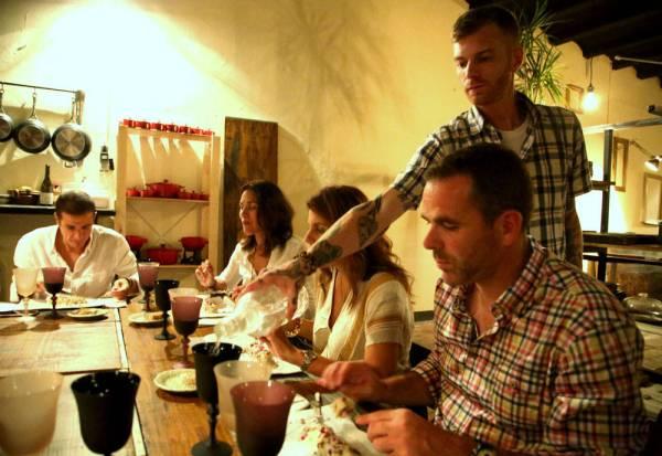 Nico skjenker deilige utvalgte viner til rettene.