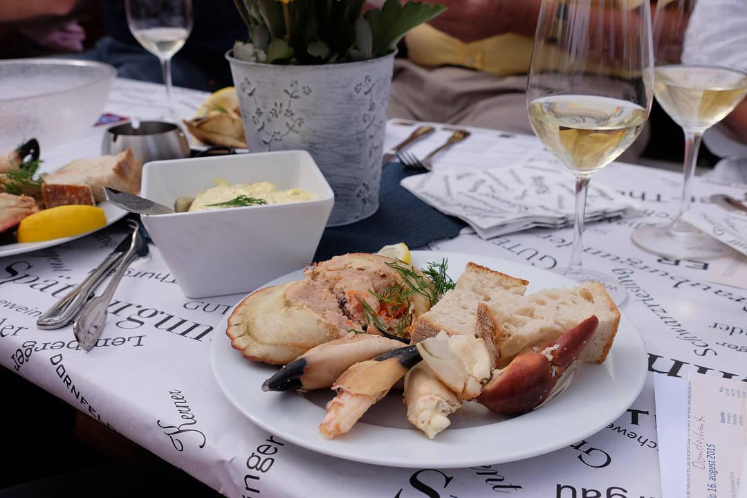 Krabbe og riesling. Livet er da vidunderlig.
