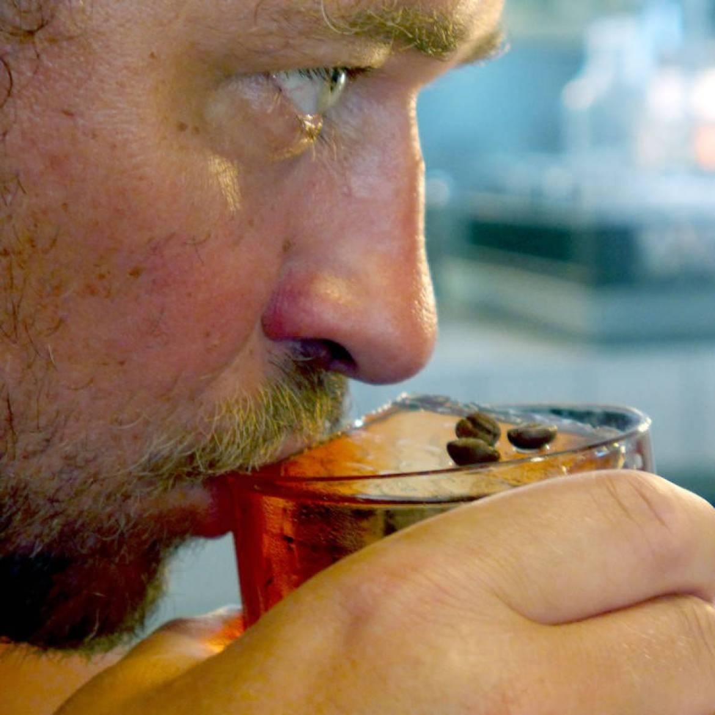 Min gode venn, Arild smaker på en perfekt Coffee Negroni i København.