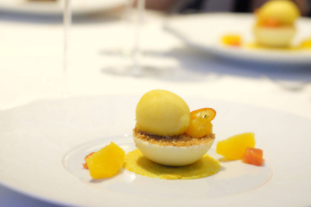 Og her... Citrus Marmalade and Confit on White Chocolate. Cheesecake and Passion Fruit Sorbet