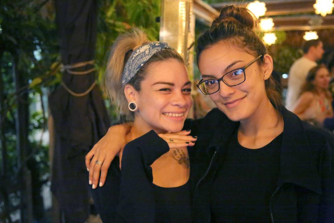 """Emily og Shannon på Sugarcane. Shannon ropte ut """"Hell for two!"""". Foto: Erik Valebrokk"""