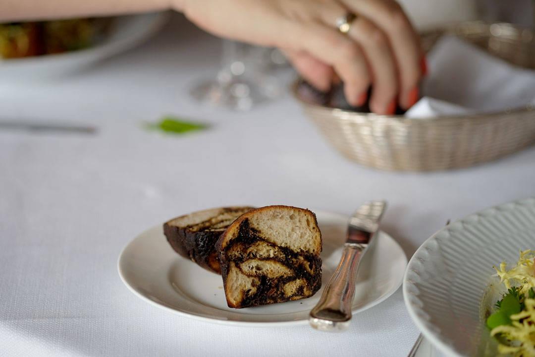 Signaturbrødene er laget med malt, honning og kakao. De smaker himmelsk!
