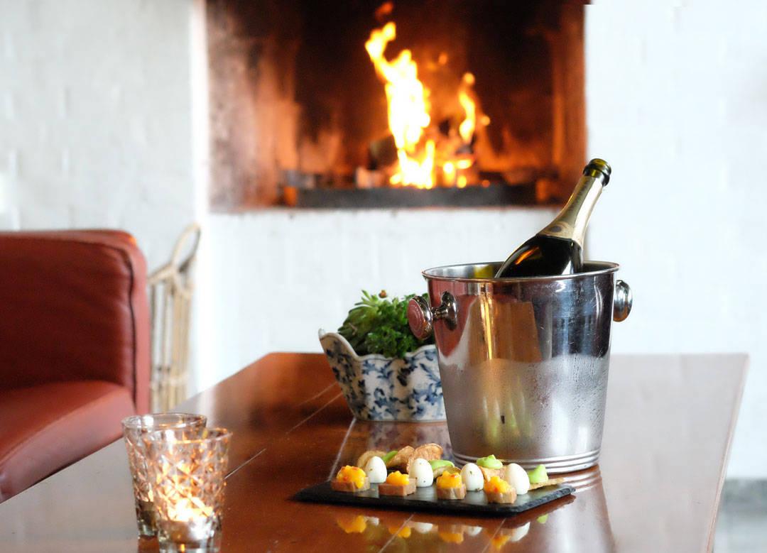 Hotell Hesselet. Champagne og snacks før maten.