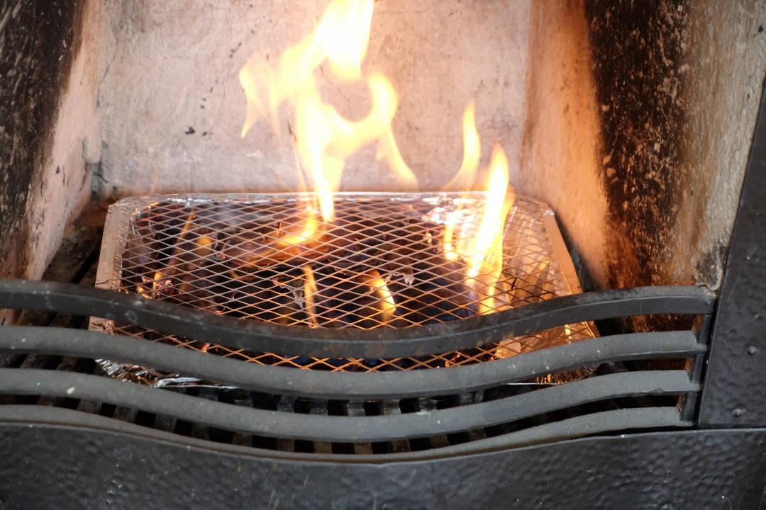 Grilling i peisen er ikke noen sak.