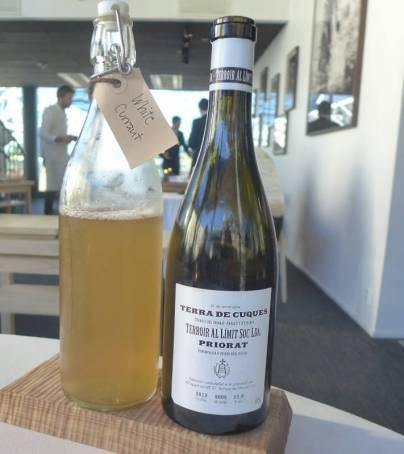 Vin og juice til neste rett: Terra de Cuques, Teroir al Limit 2013, Priorat, Spania. Juice: Hvit ripsjuice.