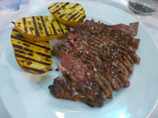 En litt for godt stekt tagliata. God grillsmak, da.
