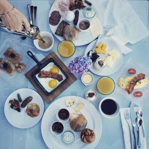 Morgenmat på Molskroen.