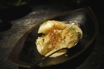 Hummer & räkpotstickers krämig hummerbuljong, ostronskivling