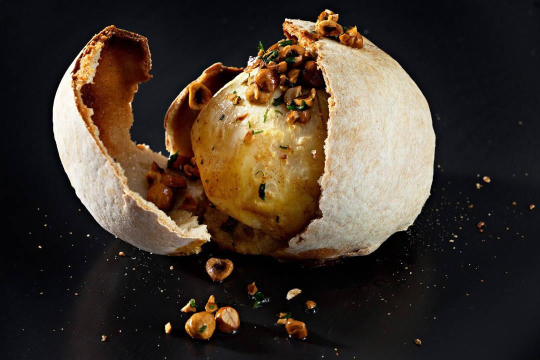 Selleribombe med hasselnøtter og brunet smør. Bildet er hentet fra boken INNERÅ + BØ. Foto: Sune Eriksen.
