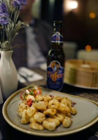salt & chili squid. Tiger-øl til asiatisk mat, selvsagt.
