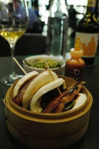 Pork Belly Buns med hoisin, vårløk og agurk