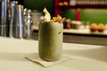 Antonio lager vakre cocktails.