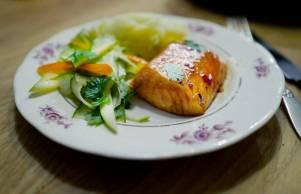 Nydelig lakserett med norsk bjørkesirup.