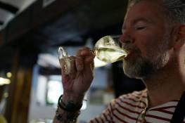 Et duggfriskt glass hvit Rioja-vin