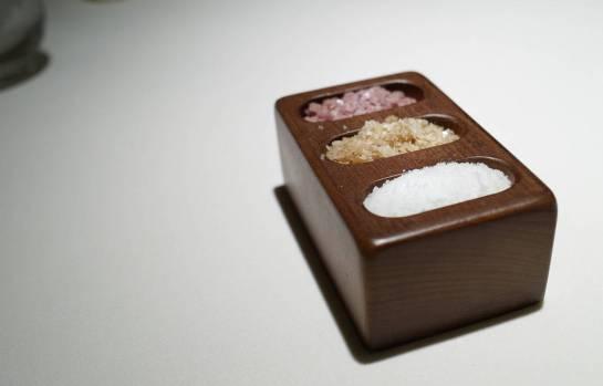 Salt med tre smaker: Vanlig flaksalt, røkt salt og rødvinsalt