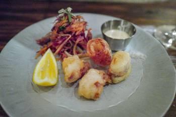 Miniblekksprut og sopp og råkost med spisskummen og ristede korianderfrø