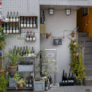 Standing natural Wine bar