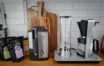 Wilfa har en super kaffekvern som jeg vil anbefale på det varmeste. Jeg har hatt min i halvannet år og jeg bruker den hver dag.
