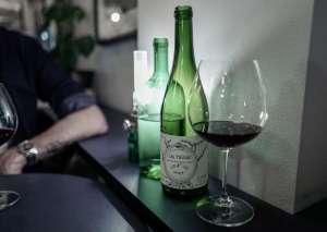 Her går du for god vin i Stockholm