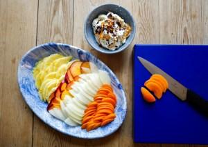 Fruktcarpaccio med stracciatella-krem