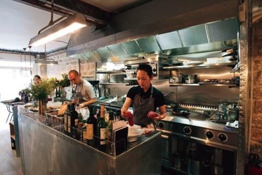"Le restaurant ""Abri"" le chef japonais Katsuaki Okiyama"