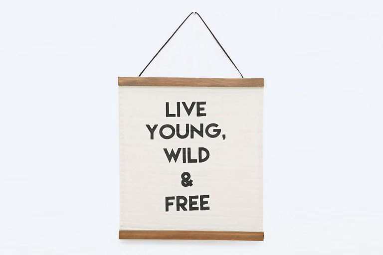affiche-live-young-wild-and-free-urban-outfitters