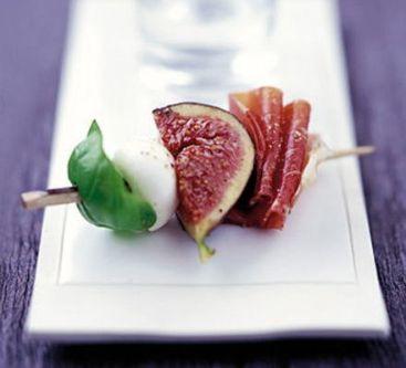 brochettes-figue-mozarella-jambon-cru-basilic
