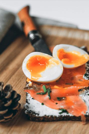 Smörgås saumon oeuf mollet