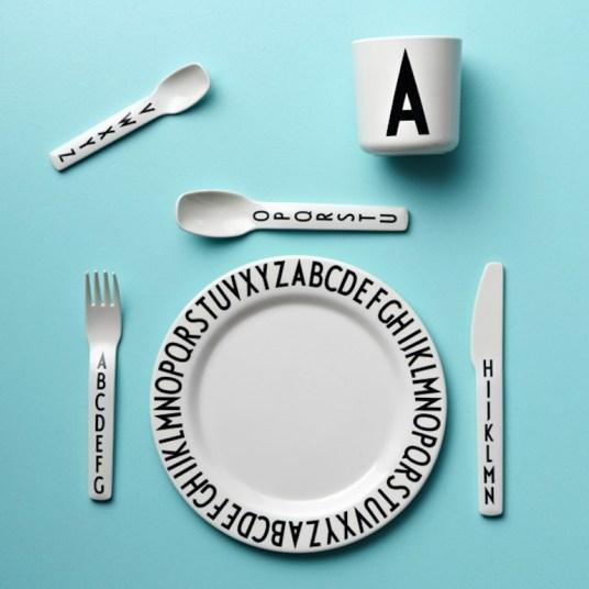 Assiette arne jacobsen Design Letters // Hëllø Blogzine - www.hello-hello.fr