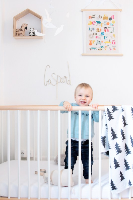 French Boy's Room Turquoise // Hëllø Blogzine blog deco & lifestyle www.hello-hello.fr #flexa #baby #kids #kidsroom #finelittleday