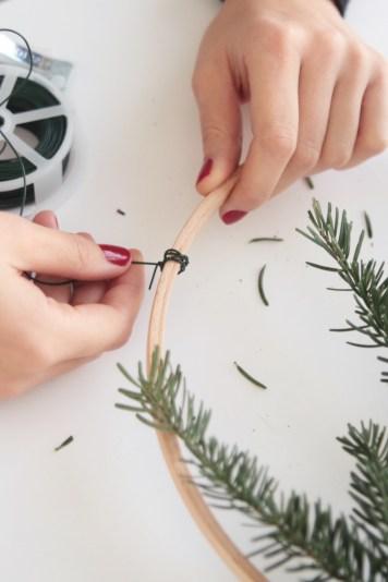 Couronne de Noël Végétale DIY // Hëllø Blogzine blog deco & lifestyle www.hello-hello.fr #couronne #noel #christmas #diy