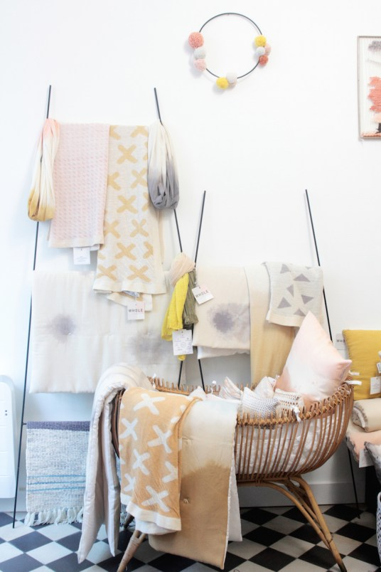 Boutique-Atelier, Aurélia Wolff fondatrice de Whole Paris // Hëllø Blogzine blog deco & lifestyle www.hello-hello.fr #atelier #teinture #boutique #tissage #paris #france #wholeconcept #ecofriendly
