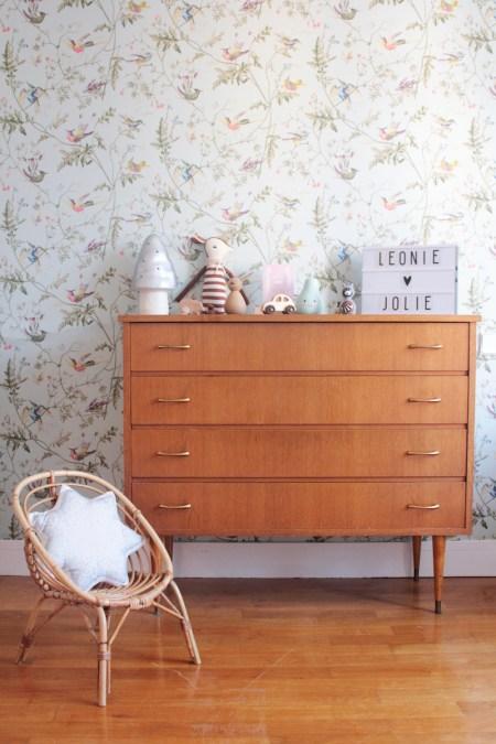 La chambre de Léonie. Déco chambre fille, romantique et vintage // Hëllø Blogzine blog deco & lifestyle www.hello-hello.fr #vintage #retro