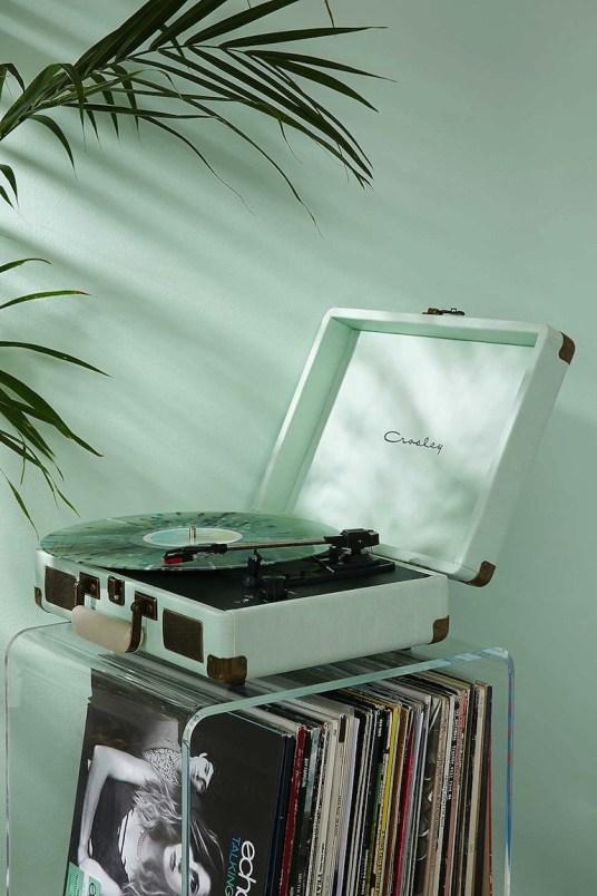Les Objets déco indispensables pour Buzzer sur Instagram // Hëllø Blogzine blog deco & lifestyle www.hello-hello.fr #deco #instragram #vinyle #platine #crosley