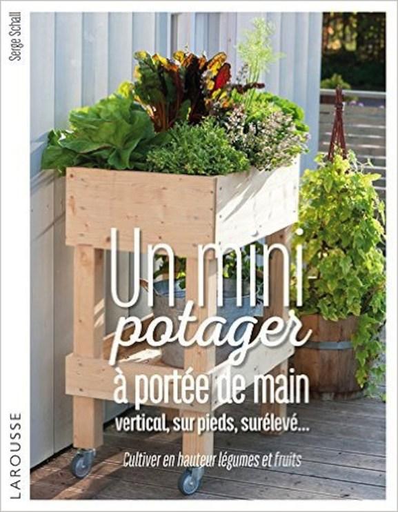 Un potager balcon // Hëllø Blogzine blog deco & lifestyle www.hello-hello.fr #urbanjungle #book #greeninterior