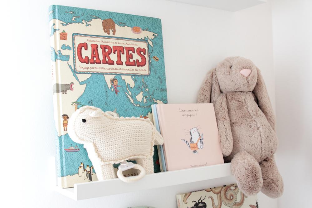 Jolis livres pour enfants. Cartes, Castermann. L'appartement chic, moderne et parisien de la blogueuse française Inside Closet // Hëllø Blogzine blog deco & lifestyle www.hello-hello.fr