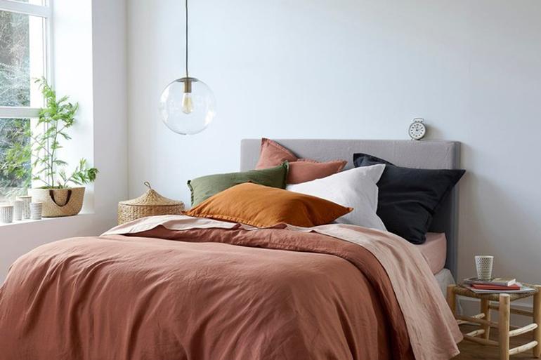 comment nettoyer sa couette ses oreillers ses tapis ses. Black Bedroom Furniture Sets. Home Design Ideas