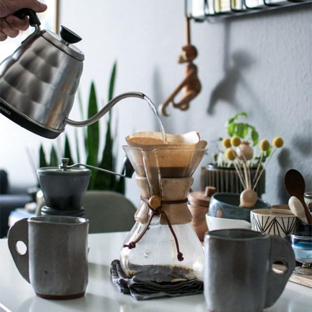 Ces meubles et objets cultes qu'il faut connaitre la cafetière Chemex // Hëllø Blogzine blog deco & lifestyle www.hello-hello.fr
