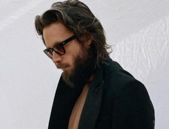 Father John Misty, God's Favorite Customer // Hëllø Blogzine blog deco & lifestyle www.hello-hello.fr