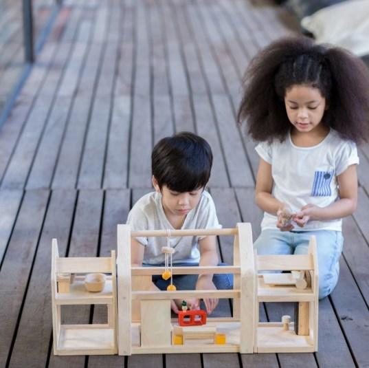 Jouets Montessori // Hellø Blogzine - Hello Blogzine blog déco Lifestyle - www.hello-hello.fr