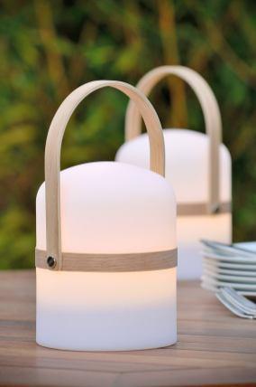 Lampes nomades : 15 modèles canons pour éclairer le jardin // Hellø Blogzine blog deco lifestyle www.hello-hello.fr