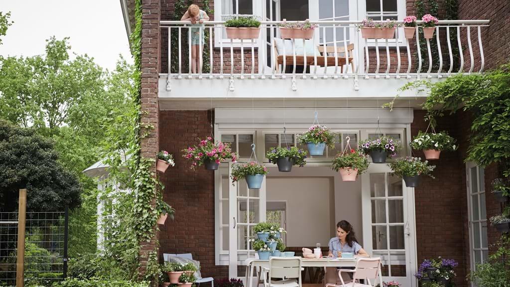 Pots de fleur et accessoires de jardinage en plastique recyclé Elho // Hellø Blogzine blog deco & lifestyle www.hello-hello.fr